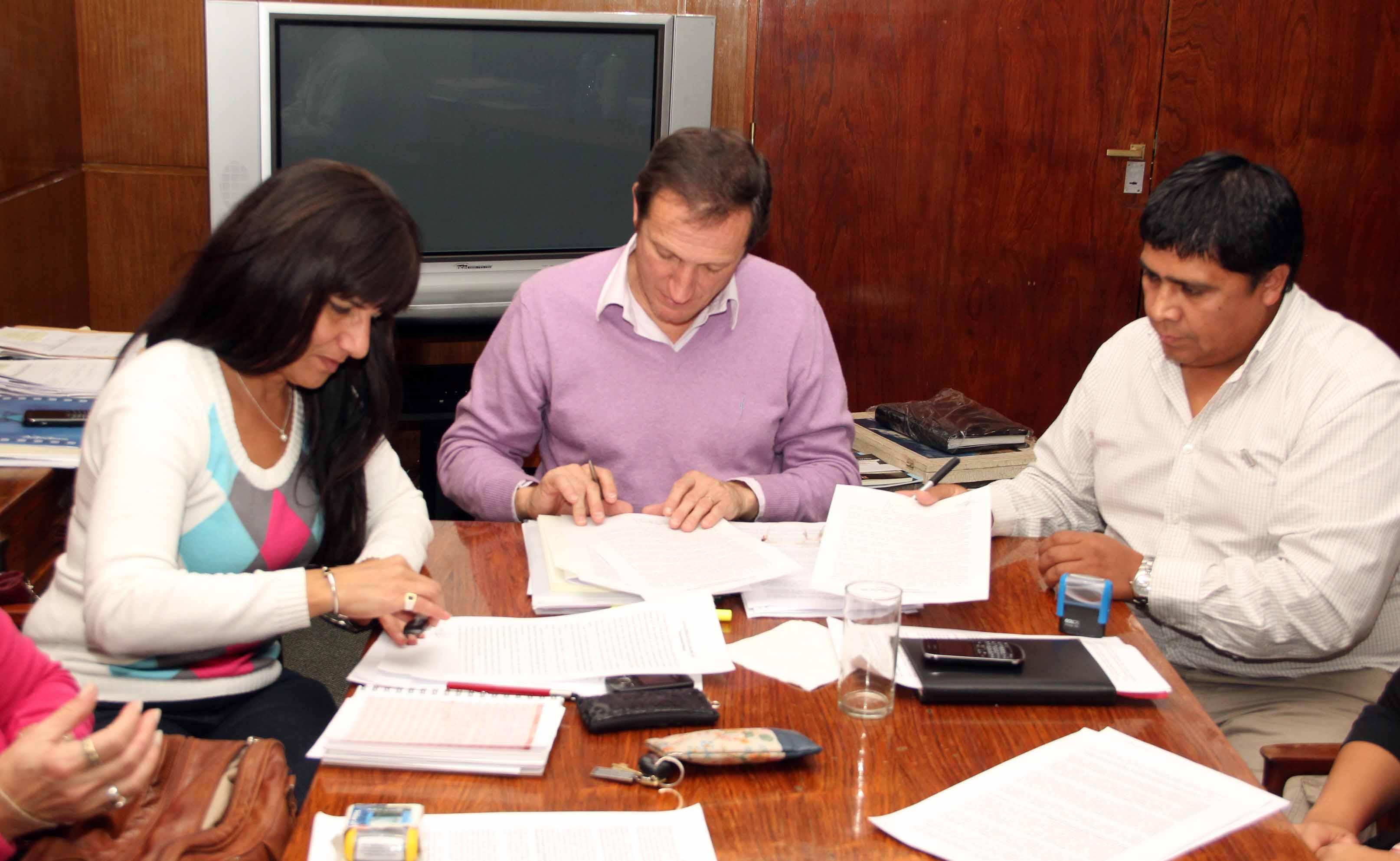 Zaffaroni expres su satisfacci n por el acuerdo firmado for Clausula suelo con acuerdo firmado