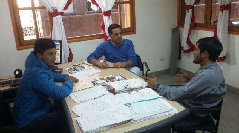 Alonso visit la trochita y oficina del cam la hoya for Horario oficina paro
