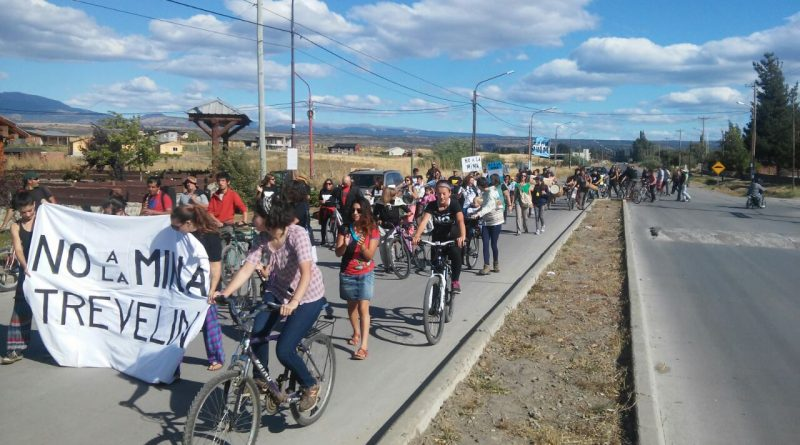 Importante marcha en rechazo a la Megaminería en Trevelin
