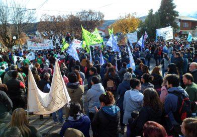 Masiva marcha de trabajadores en Esquel