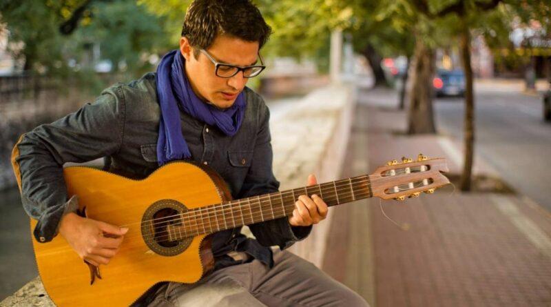 Trevelin: Fernando Romero brindará taller de guitarra